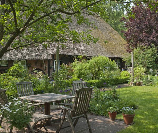 Ein Hausgarten kann der Arbeitsplatz von Werkern/-innen sein, die in der Fachrichtung Garten- und Landwirtschaftsbau ausgebildet wurden