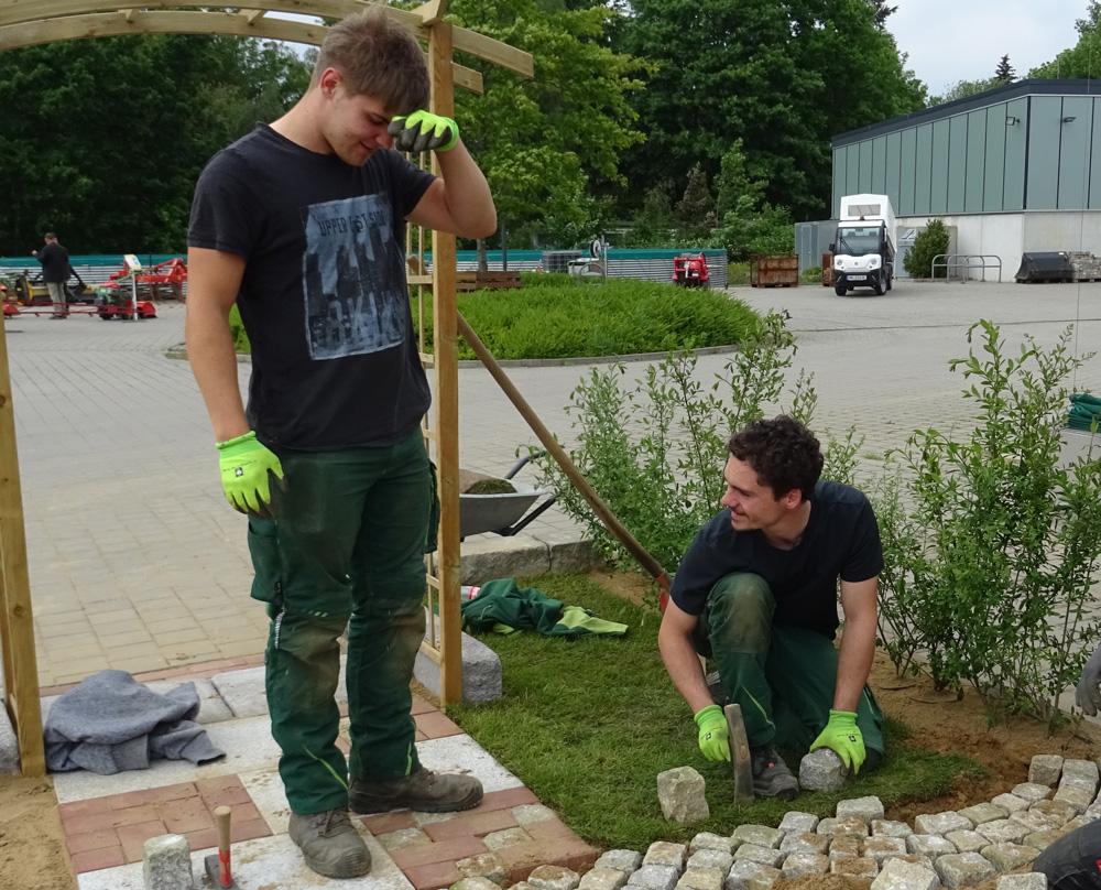 Praktika können in den unterschiedlichen Betrieben absolviert werden, zum Beispiel beim Garten- und Landwirtschaftsbau